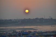 COUCHER DU SOLEIL DE SANGUM ALLAHABAD Image stock