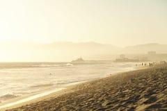 Coucher du soleil de Santa Monica sur la roue de Pier Ferris Photo stock