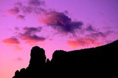 Coucher du soleil de Sedona au-dessus de tribunal Image stock