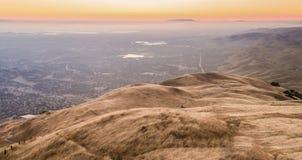 Coucher du soleil de Silicon Valley pendant la sécheresse de la Californie photographie stock libre de droits