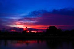 Coucher du soleil de Silouette au crépuscule, Samutprakarn Thaïlande Image libre de droits