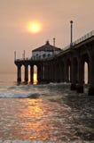 Coucher du soleil de Smokey de pilier de Manhattan Beach Photo libre de droits