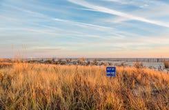 Coucher du soleil de soirée au New Jersey de Cape May au rivage Image stock
