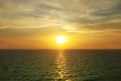 Coucher du soleil de soirée de mer de l'Asie Photographie stock
