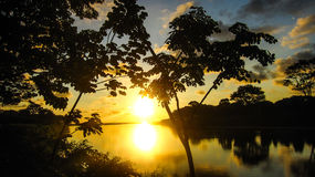 Coucher du soleil de Spectacular de rivière de plage de Domenical Images stock