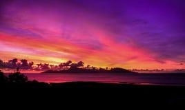 Coucher du soleil de Tahitian Photos stock