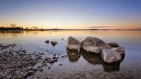 Coucher du soleil de Taupo de lac Photographie stock libre de droits