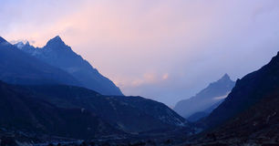 Coucher du soleil de Timelapse en Himalaya de montagnes, Thamserku, Kantaiga Image libre de droits