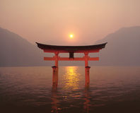 Coucher du soleil de Torii Photos stock