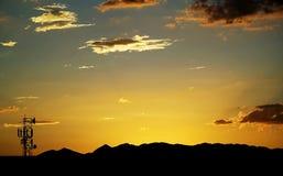 Coucher du soleil de tour de transmissions Images libres de droits