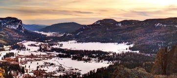 Coucher du soleil de vallée de neige Image stock
