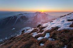 Coucher du soleil de Velky Krivan, Slovaquie Images libres de droits