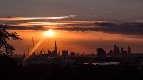 Coucher du soleil de ville de Londres Photographie stock libre de droits