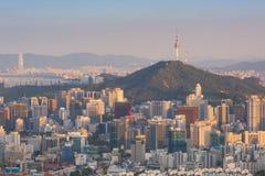 Coucher du soleil de ville de Séoul, Corée du Sud Photo libre de droits
