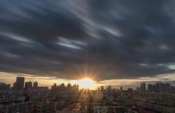 Coucher du soleil de ville en Chine, Harbin Photographie stock libre de droits