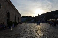 Coucher du soleil de ville de Hvar images libres de droits