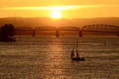 Coucher du soleil de voilier Image libre de droits