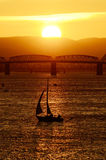 Coucher du soleil de voilier Photo stock
