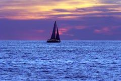 Coucher du soleil de voilier Image stock