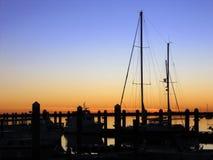 Coucher du soleil de voilier sur le Pacifique Images libres de droits