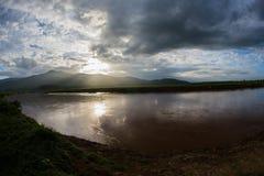 Coucher du soleil de vue de lac Image stock