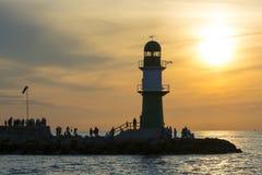 Coucher du soleil de Westmole Warnemunde de phare Images libres de droits