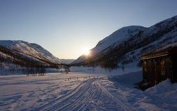 Coucher du soleil derrière Trollhetta Image libre de droits