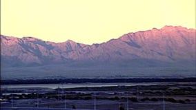 Coucher du soleil des années 1970 de mont Sinaï banque de vidéos