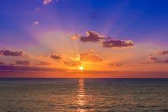 Coucher du soleil des Caraïbes images stock