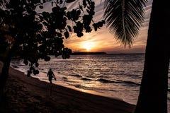 Coucher du soleil des Caraïbes scénique dans Las Terrenas, République Dominicaine  photographie stock libre de droits