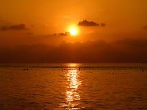 Coucher du soleil des Maldives en mars Photo stock