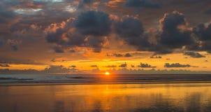 Coucher du soleil dominical photos stock