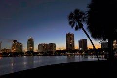 Coucher du soleil donnant sur St Petersburg du centre, FL Photos libres de droits