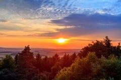 Coucher du soleil dramatique étonnant en Bavière Image libre de droits