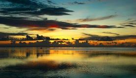 Coucher du soleil du Fiji après tempête Photos stock