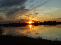 Coucher du soleil du ` s de Netherland de ciel agité images libres de droits