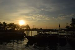 Coucher du soleil en île de Pari photos stock