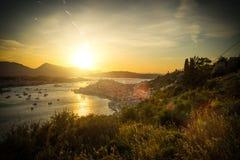 Coucher du soleil en île de Poros, Grèce Photos stock