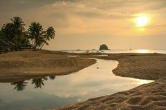 Coucher du soleil en île de Tioman, Malaisie Photos stock
