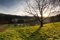 Coucher du soleil en basses montagnes Photographie stock