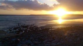 Coucher du soleil en Irlande près du Burren Image stock