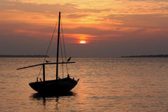 Coucher du soleil en Maldives Photographie stock libre de droits