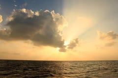 Coucher du soleil en Maldives Photos stock