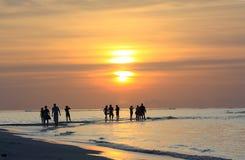 Coucher du soleil en Maldives chez Kuramati Photos libres de droits