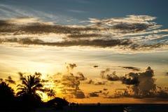 Coucher du soleil en Maldives, vacances Images stock
