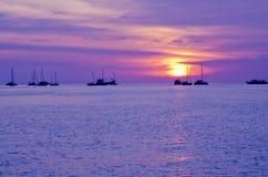 Coucher du soleil en mer image stock