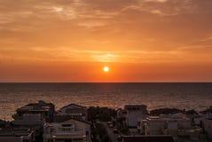 Coucher du soleil en mer Photographie stock libre de droits