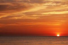 Coucher du soleil en mer andaman Photographie stock libre de droits