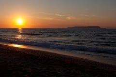 Coucher du soleil en mer Méditerranée Image stock