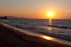 Coucher du soleil en mer Méditerranée Images libres de droits